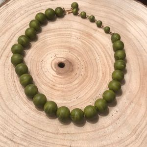 💐green wooden beaded necklace